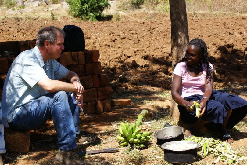 Photo of Roger Thurow interviewing Rasoa Wasiki.