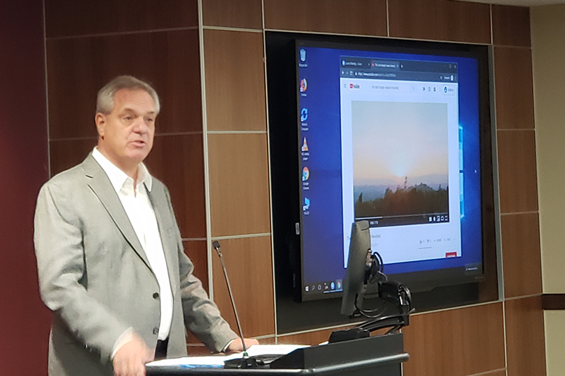 A photo of Roger Thurow giving a presentation.